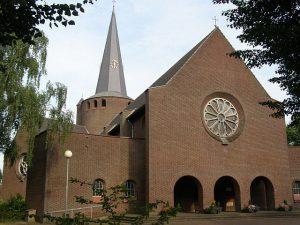 2007. Kerk Melderslo vanaf kerkplein