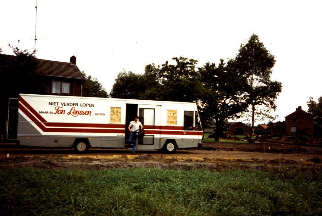 Rijdende winkel van Ton Lenssen, in 1989.