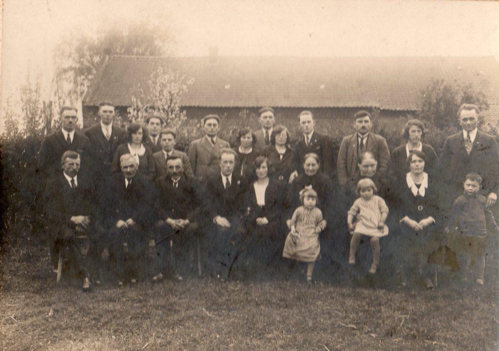 Grad-en-Henriette_trouwdag_groepsfoto_1932